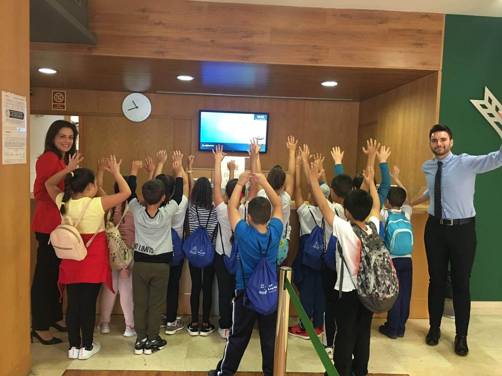 M s de 180 personas participaron en visita cajasiete for Oficinas cajasiete