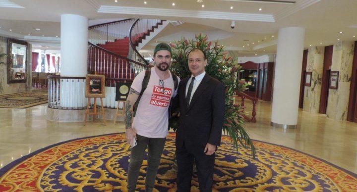 Juanes disfruta de su estancia en el Hotel Botánico