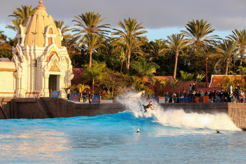 Exhibición del mejor surf europeo en la piscina de olas de Siam Park